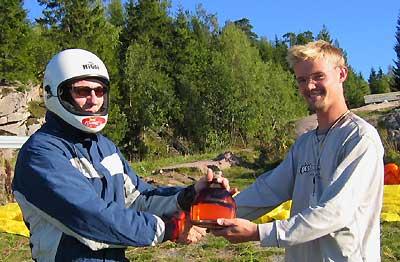 pionerflyving-sognefjellet-z_400_SognefjellflaskaOverrekkelseSindreEgoSundvolden-foto Sindre Hauglum
